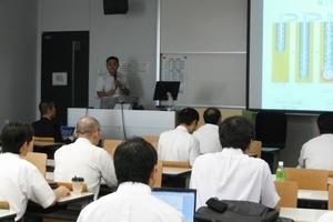 技術開発部長 堀田による、ハイスピード工法においての技術・施工・品質の管理、 また、現在までの施工物件の施工後の平板載荷試験、レベリング試験、東日本震災での調査内容の発表